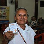 Olha aí a Dona Dalvanira com a sua nova carteirinha do idoso! Entregamos gratuitamente mais de 200 hoje em Maués. Um direito da população idosa! . #UmaNovaMaués #PrefeituraDeMaués #GovernoJuniorLeite #SEMAS #AssistênciaSocial #CarteiraDoIdoso #Idoso