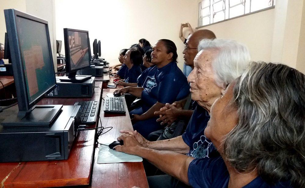 Idosos de Maués iniciam curso de Inclusão Digital na Terceira Idade