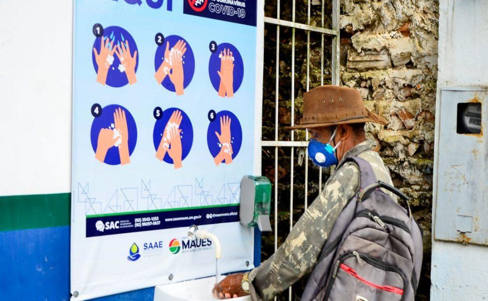 Prefeitura de Maués instala pias públicas como medida preventiva contra a Covid-19