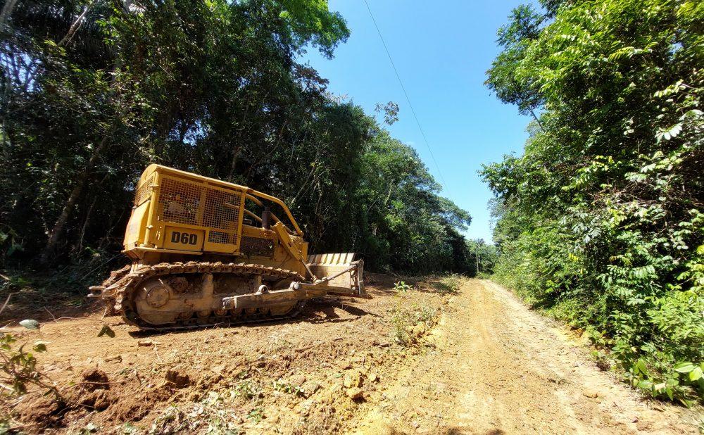 Prefeitura de Maués recupera 40 km de vicinais